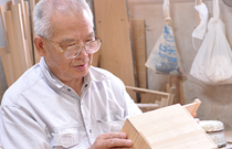 A craftsman at kobayashi-shoten